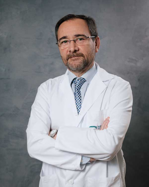 Dr. Eduardo Aznar Oroval, Jefe de Servicio de  Análisis Clínicos y Microbiología