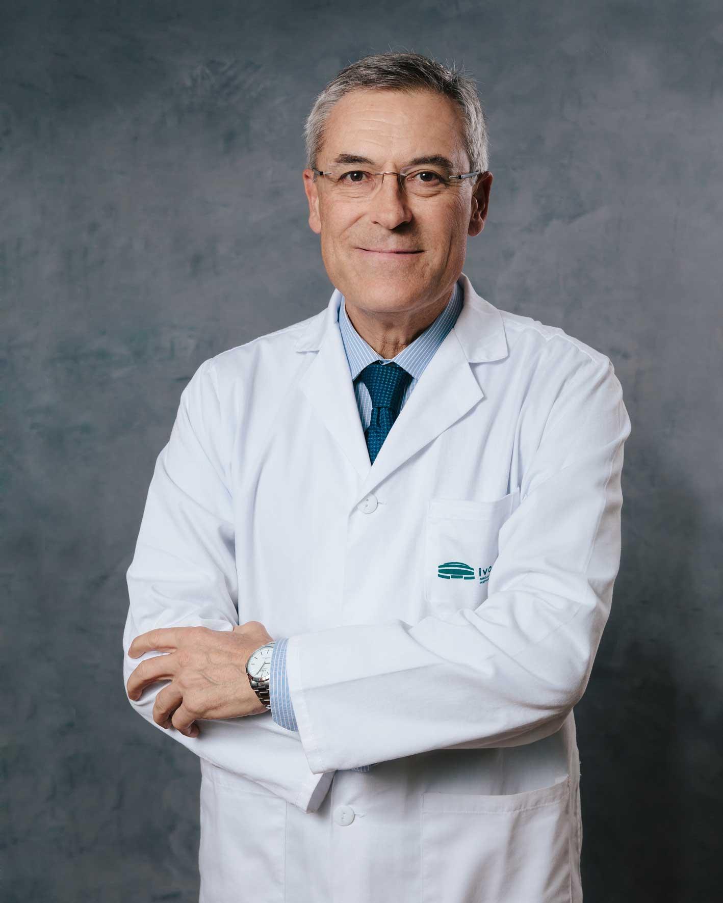 Dr. Carlos Guillén Barona, Jefe de Servicio de Dermatología